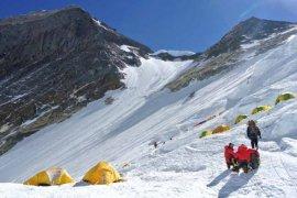 Warga Nepal memecahkan rekor 24 kali capai puncak Everest