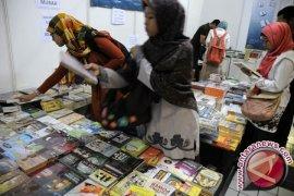 "Mahasiswa - Pelajar Ramai Kunjungi ""Banten Book Fair"""