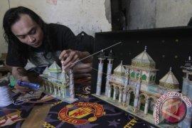 Miniatur Masjid Dari Uang