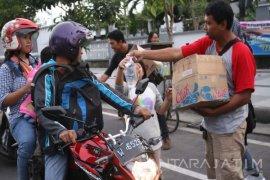Wartawan Ekonomi Bisnis Surabaya Bagikan 1.180 Paket Takjil