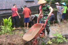 Hujan Seharian di Blitar Akibatkan Tanah Longsor