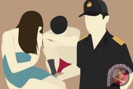 Seorang janda digerebek bersama kekasihnya beberapa jam setelah tahlinan kematian suami
