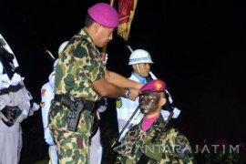 "298 Tamtama Remaja Marinir Sandang ""Baret Ungu"""