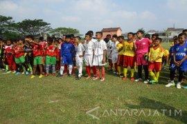 """Wali Kota Kediri Dukung Pembinaan Sepak Bola Oleh """"Projo"""""""