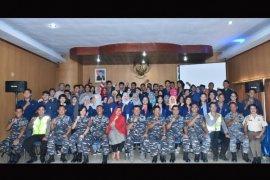 Mahasiswa Untan Joy Sailing Dengan Kapal Angkatan Laut