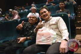 """Bupati Purwakarta Bersama Hanung Nonton """"Rudy Habibie"""""""