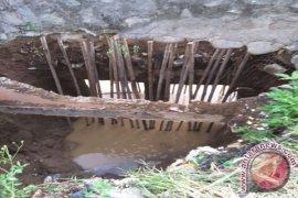 BBWSCC tinjau pondasi ambles tanggul Kali Bekasi