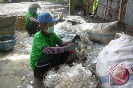 Pemberdayaan Masyarakat Lepang Dengan Usaha Sampah Plastik