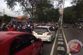 Jembatan Mendalok rusak picu kemacetan Pontianak-Singkawang