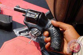 Punya senjata api, pekerja illegal drilling dibekuk polisi