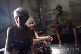 Nenek Sijah pun Membanting Tulang Demi Bertahan Hidup