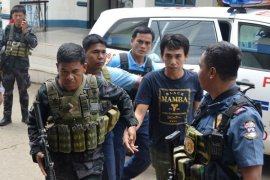 Dua Sandera Abu Sayyaf Cek Kesehatan di Zamboanga