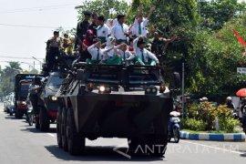 Pawai Kendaraan Tempur TNI
