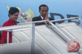 Presiden RI Jokowi Diapit Donald Trump Dan Emmanuel Macron