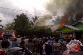 Belum Teraliri Listrik, Seorang Nenek Tewas di Dalam Rumah Terbakar