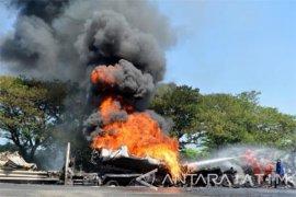 Truk tangki Pertamina terbakar, tiga orang tewas