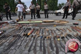 TNI-Polri Sita Puluhan Senjata Tajam di Perbatasan