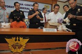 Bali Customs Arrest Singaporean Receiving Drugs
