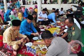 Warga Pangkalpinang Rayakan Isra Mi'raj Dengan Adat Beranggung