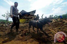 Polda Jabar turunkan anjing pelacak cari korban longsor