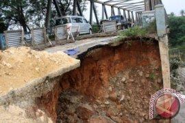 PUPR Bekasi melakukan perbaikan jembatan Cipamingkis-Cibarusah