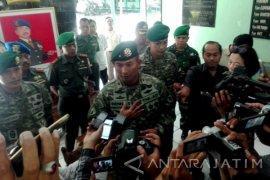 "Kasus Madiun Jadi ""Kado"" HUT ke-71 TNI"