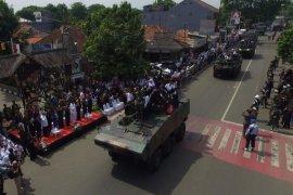 Parade Kendaraan Tempur Ramaikan HUT TNI Purwakarta