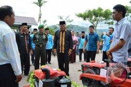 Petani Aceh Tengah terima 25 unit traktor