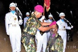 Belasan Perwira Remaja Kenakan Baret Ungu Marinir