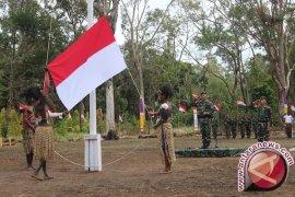 Pasukan TNI Penjaga Perbatasan di Papua Mengajar di Sekolah Perbatasan