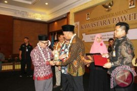 Bupati Paser Terima Penghargaan Kawastara Pawitra