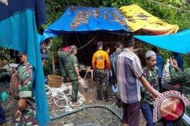 Lubang tambang emas ilegal makan korban ditutup