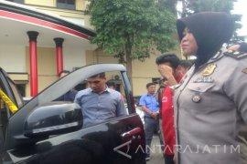 Polrestabes Surabaya Ungkap Penggelapan 20 Mobil Rental