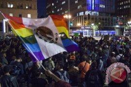 Ribuan pengunjuk rasa turun ke jalan di berbagai kota AS