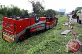 Sopir bus selamat dalam kecelakaan tanjakan emen