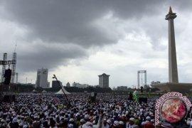 Presiden-Wapres Shalat Jumat Bersama Peserta Doa Bersama