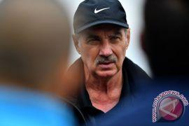 Dari klub, pemain, hingga Ketum PSSI turut berduka atas wafatnya Riedl