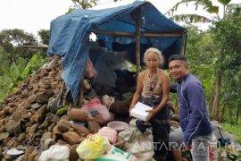 Dinsos Bondowoso akan Periksa Kejiwaan Nenek Sebatang Kara di Bebatuan
