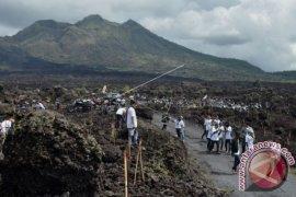 Masyarakat Batur-Kintamani pertanyakan tanahnya saat mengungsi (video)