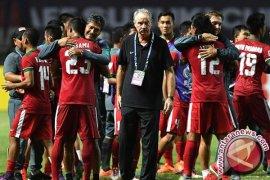 Mantan pelatih timnas Indonesia Alfred Riedl wafat