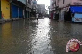 Banjir rob di Kualatungkal genangi pusat kabupaten