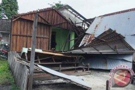 Puting Beliung Merusak Puluhan Rumah di Martapura