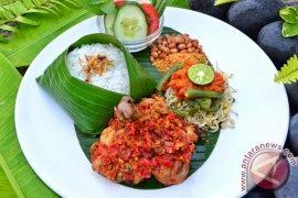 """HARRIS Hotel & Conventions Denpasar Memperkenalkan Hidangan Favorit Indonesia """"Ayam Taliwang"""" Khas Lombok"""