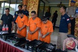 Polisi Ringkus Warga Peru Spesialis Pembobol ATM
