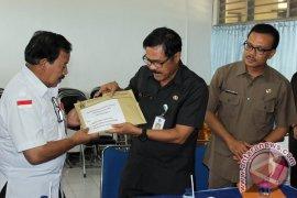 Pemprov Bali Serahkan Bantuan Korban Gempa Aceh