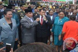 Gubernur pertama Papua Barat wafat