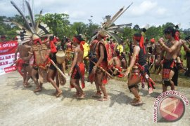 Aksi Warga di Gedung DPRD Sanggau