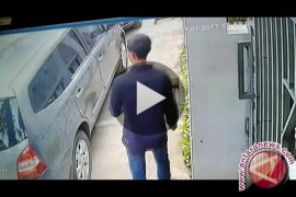 Viral video pencuri pecahkan kaca mobil, pemilik mobil cari alarm lebih sensitif