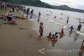Tulungagung Targetkan PAD Pantai Gemah Rp70 Juta