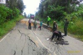Jalan Trans Kalimantan Rusak Parah